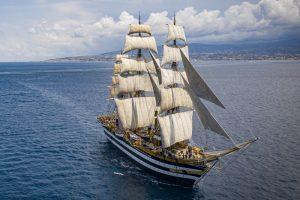 """Marina Militare, positivi a bordo della """"Vespucci"""". Sosta a La Spezia e attuazione del Protocollo"""